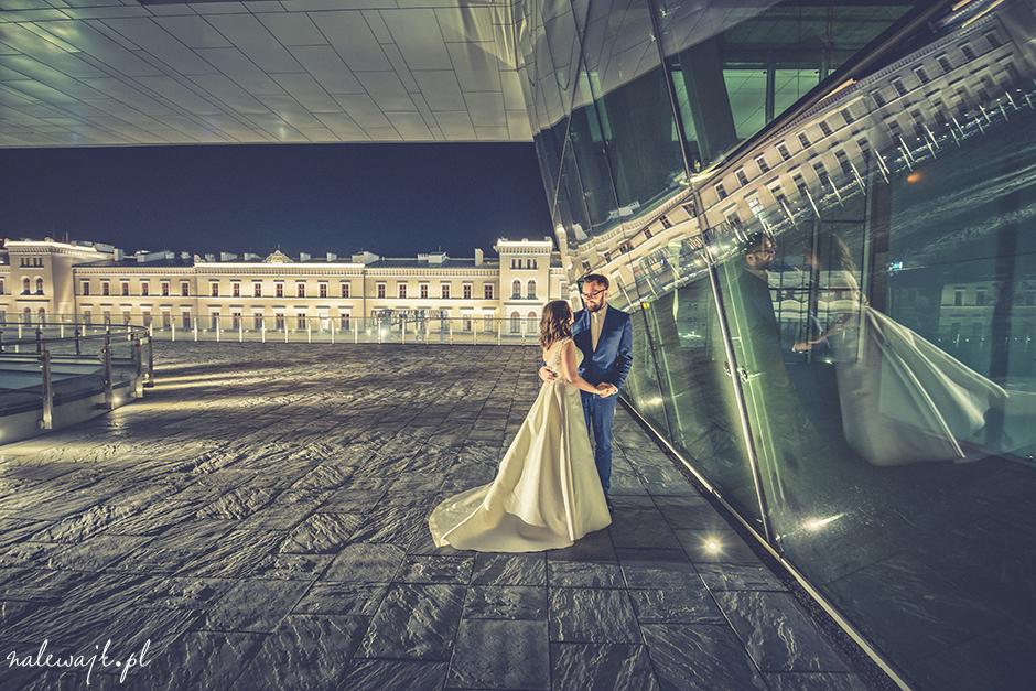 Plener ślubny nocą | Pomysł na plener ślubny | Ciekawe miejsca plenerów ślubnych