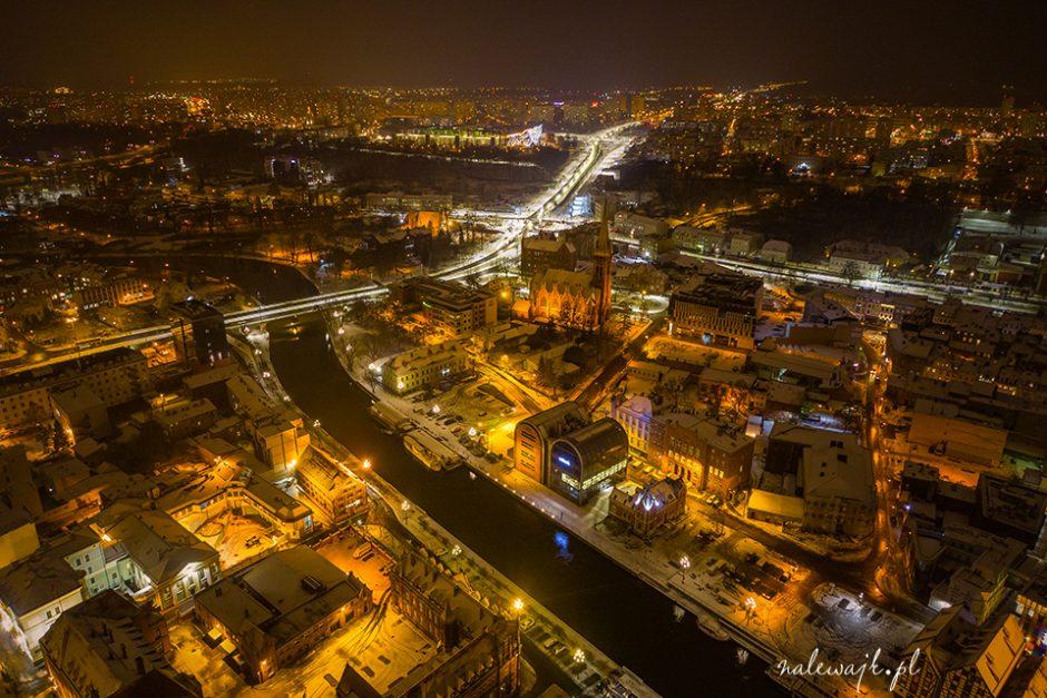 bydgoszcz z drona nocą